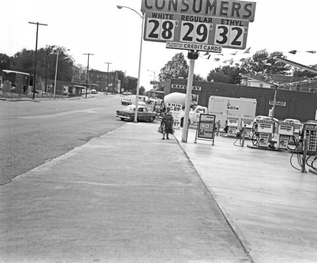 Consumers Service Station at West 3rd Street and Elwood on May 6, 1965