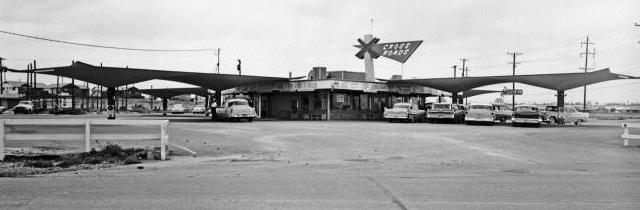 Cross Roads Drive-In Restaurant at 31st and Sheridan, May 3, 1959