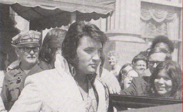 Elvis emerges from the Mayo Hotel, 6/20/72 at 3:55 pm